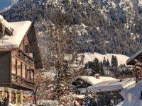 Oberstdorf ist eine Marktgemeinde im schwäbischen Landkreis Oberallgäu. Der Markt ist die südlichste Gemeinde Deutschlands und daher Mitglied im Zipfelbund. Mit einer Ausdehnung von 230 km² ist Oberstdorf nach der Landeshauptstadt München und Lenggries flächenmäßig die drittgrößte Gemeinde im Freistaat Bayern. 17 km südwestlich des Ortskerns liegt das Haldenwanger Eck, die südlichste Stelle Deutschlands. Oberstdorf liegt in den Allgäuer Alpen und ist heilklimatischer Kurort und Kneippkurort. Außerdem dient es mit seinen alpinen Skigebieten am Nebelhorn, dem Söllereck und dem Fellhorn/Kanzelwand, den Langlaufloipen, dem Eisstadion und auch den Skisprungschanzen und der Skiflugschanze als Wintersportplatz und ist zudem ein beliebtes Ziel für Bergsteiger.